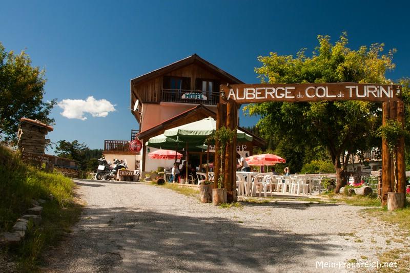 Kleines Hotel und Restaurant auf der Passhöhe des Col de Turini