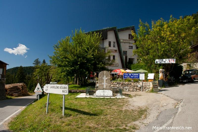 Eines der Hotels an der Passhöhe des Col de Turini