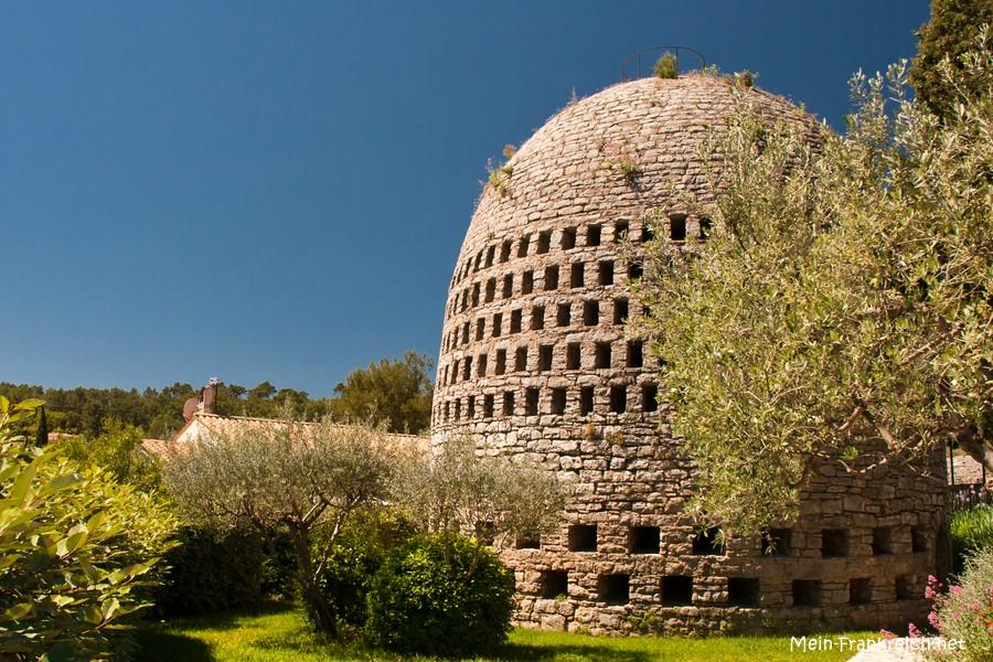 Der Kondensationsbrunnen (Puits aérien) des Belgiers Achile Knappen im südfranzösischen Trans-en-Provence