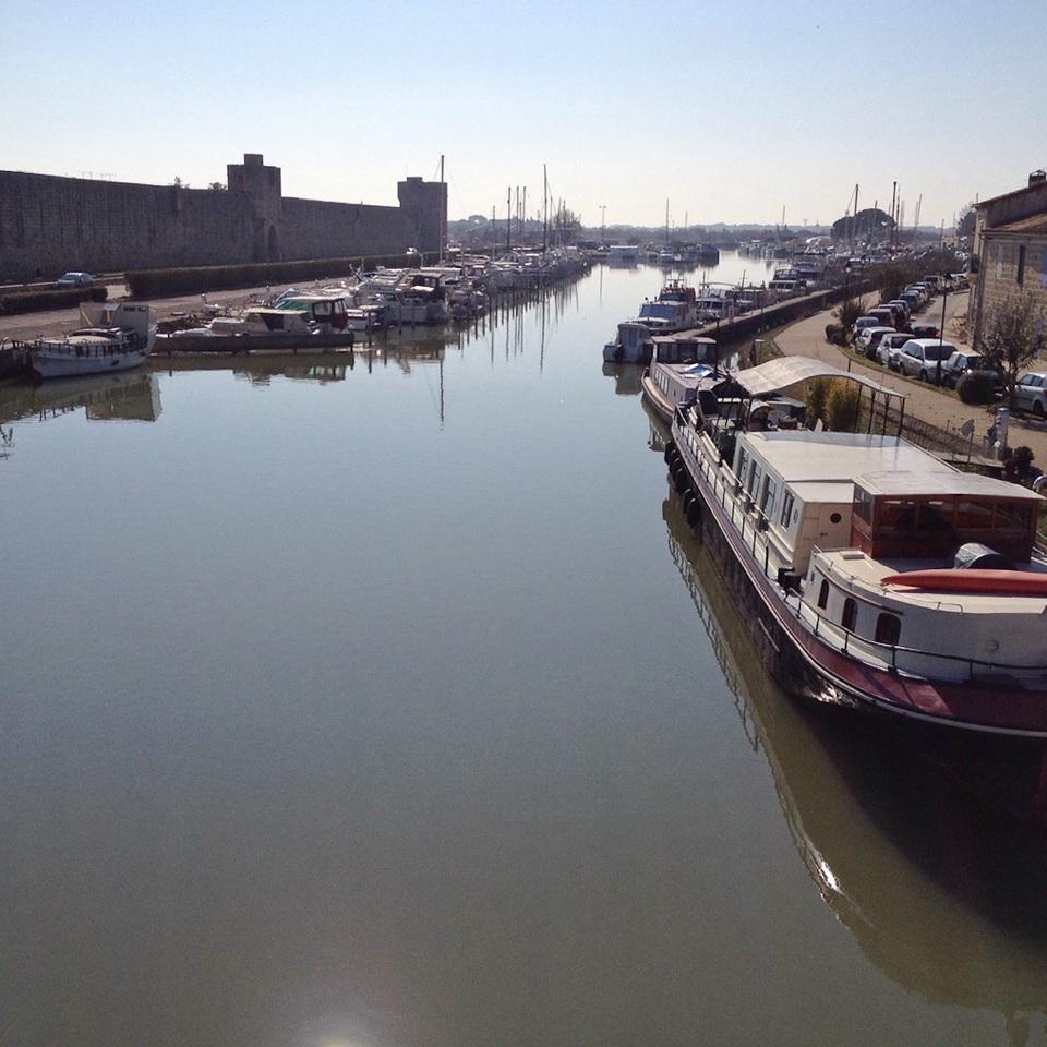 Einer der Kanäle bei Aigues-Mortes
