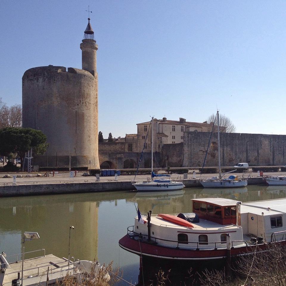 """Der mittelalterliche Turm """"Tour de Constance"""" ist eine der Hauptsehenswürdigkeiten von Aigues-Mortes"""