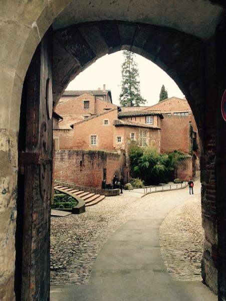 Kleines Tor in der Altstadt von Albi