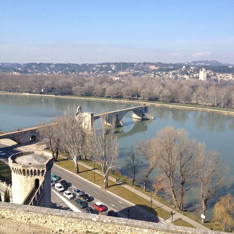 Avignon: Blick auf die Pont Saint-Bénézet und den Fluss Rhône
