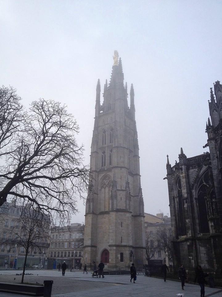 Der Turm Pey-Berland der Kathedrale Saint-André in Bordeaux