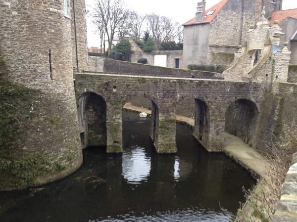 Château von Boulogne-sur-Mer innerhalb der komplett erhaltenen Remparts der Vielle Ville
