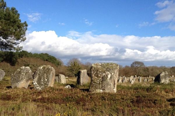 Steinreihen, Menhire und Dolmen, Historisches in der Bretagne