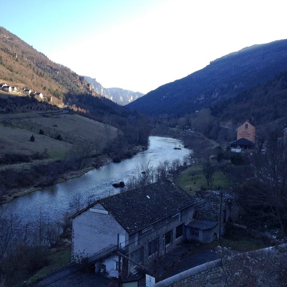 Blick entlang der Schlucht des Flusses Tarn