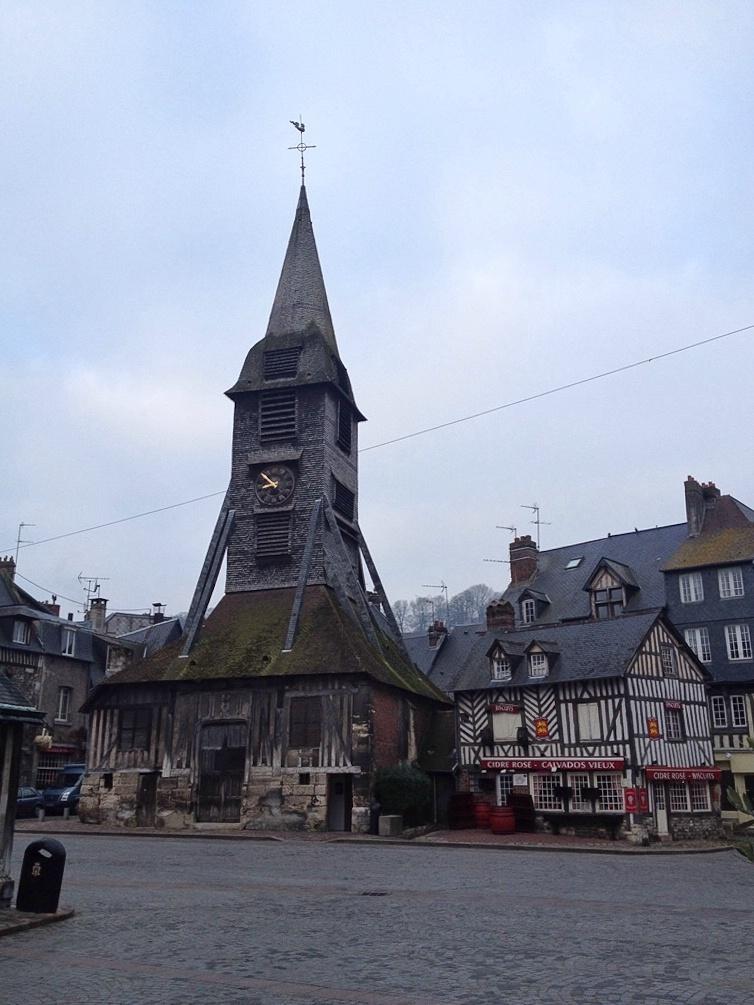 Der Glockenturm der Holzkirche Sainte-Catherine in Honfleur