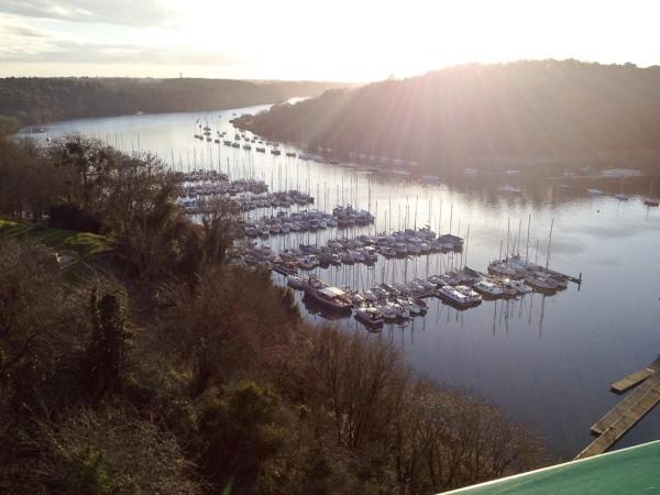 Ausblick von der Hängebrücke auf den Fluss Vilaine