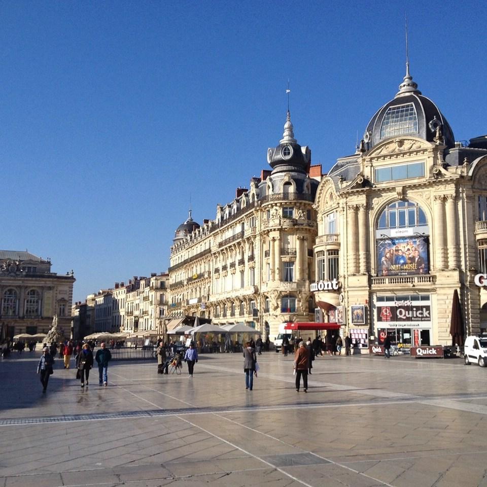 Häuser am Place de la Comédie im Stadtzentrum von Montpellier