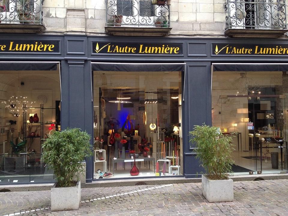 Eine der zahllosen Shoppingmöglichkeiten in der Innenstadt von Nantes, am Sonntag natürlich gerade geschlossen