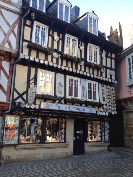 Altes hübsches Gebäude in Quimper