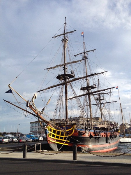 Piratenfregatte im Hafen von Saint-Malo, der Dreimaster L'Etoile du Roy