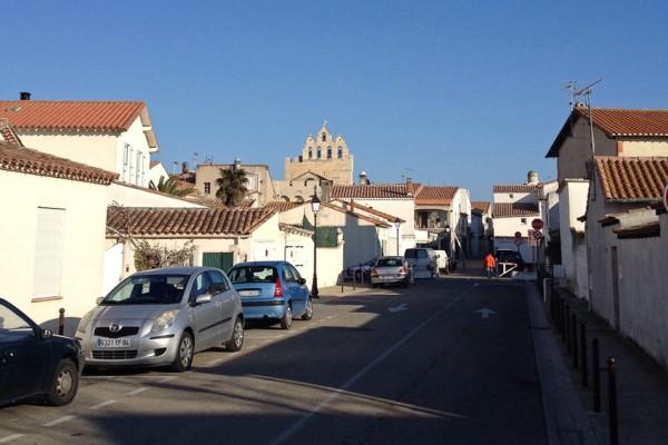 Unterwegs in den Straßen von Saintes-Maries-de-la-Mer