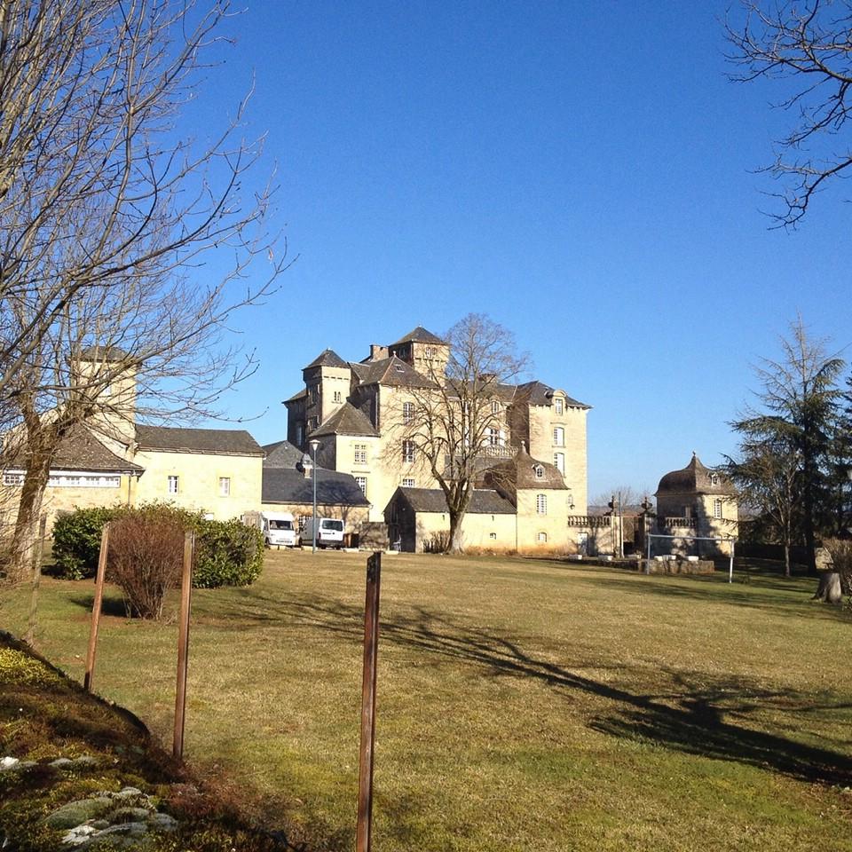 Unterwegs entlang der N88, Gutshaus in Varès