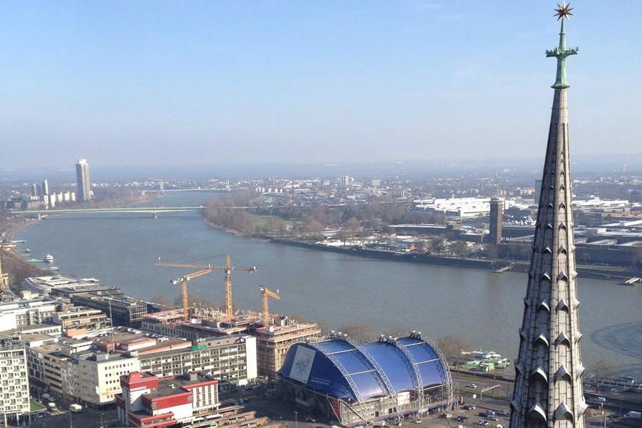 Ausblick vom Kölner Dom über den Rhein