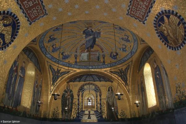 Goldenes Mosaik in der Chapelle des Larmes